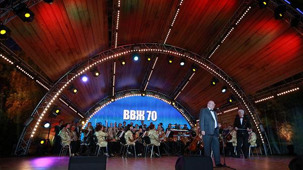 «Клоун Путіна» Жириновський бучно відзначив свій ювілей у Москві - фото 2