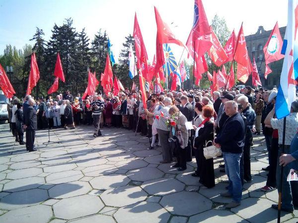 У Запоріжжі комуністи повісили на паркані Сталіна (ФОТО) - фото 1