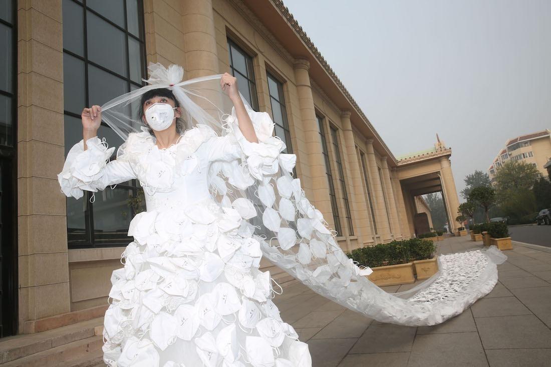 У Китаї зробили сукню із тисячі яєць  - фото 2