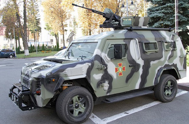 Зброя Укропів: Як бронеавтомобілі КрАЗ Cougar рятували життя українським військовим - фото 1