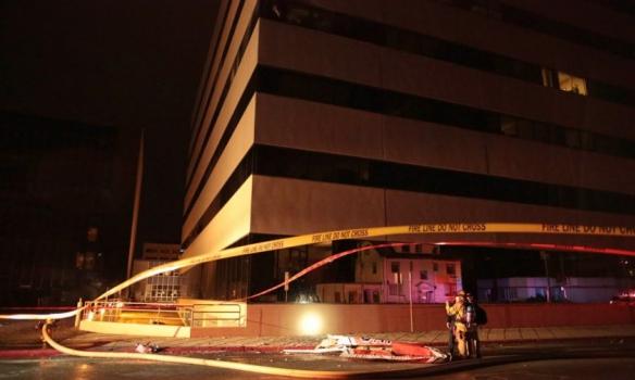У США літак врізався в офісну будівлю - фото 2