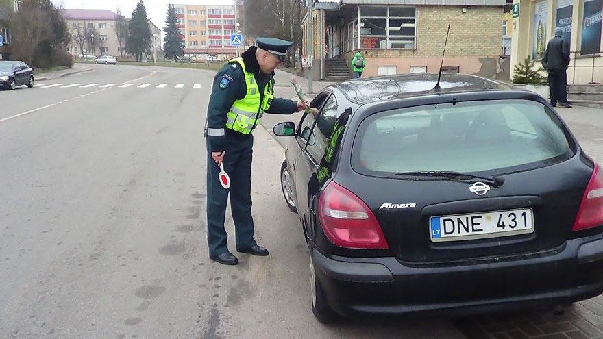 Що литовські поліцейські робили з жінками на 8 березня - фото 5