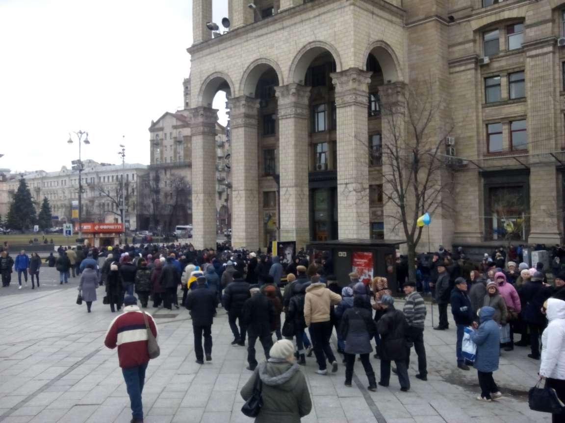 Під Раду стягують колони мітингуючих, - ЗМІ - фото 6
