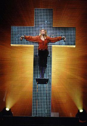 Яскраві тренди та цитати Мадонни - фото 10