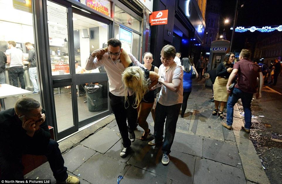 Як в Новорічну ніч британці втрачали контроль і... брюки - фото 6