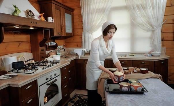 Мокра і з дорогою сумкою: Фотоісторія першої леді Марини Порошенко - фото 3
