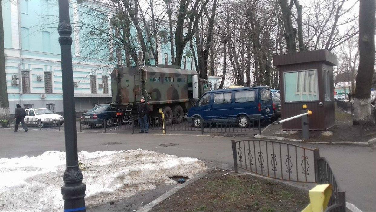 Під Радою на мітингу проти Яценюка лишилося 300 людей (ФОТО) - фото 2
