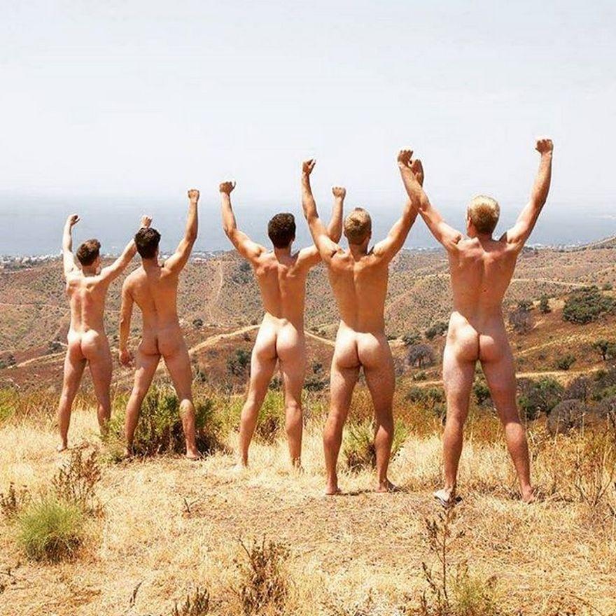 Еротика і провокація: ТОП-10 епатажних календарів - фото 9