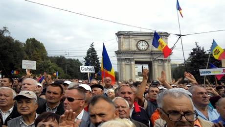 У Кишиневі спалахнули масштабні протести з новими вимогами  (ТРАНСЛЯЦІЯ, ФОТО) - фото 1