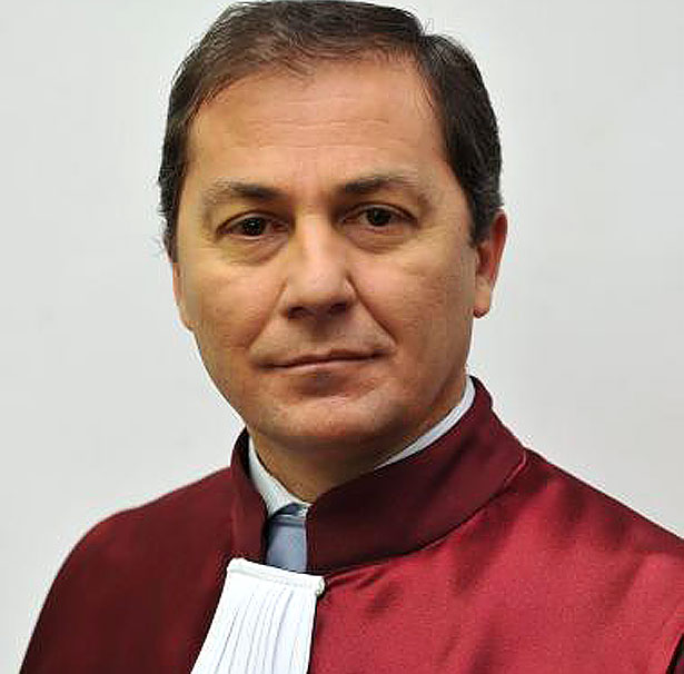 Людина яка переламала систему в Румунії та поборола корупцію - фото 2