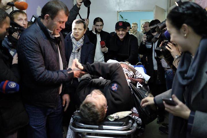 Як журналісти вітали Мосійчука зі свободою - фото 1