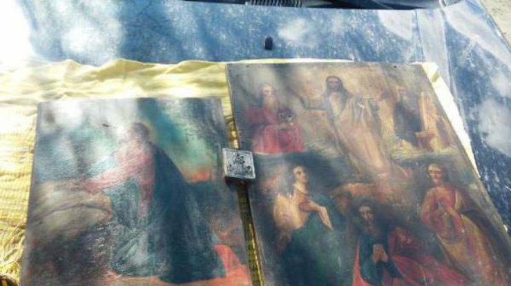 На Луганщині чоловік намагався провезти на Росію старовинні ікони - фото 1