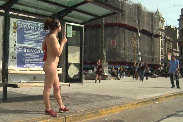 Як чотири голі аргетинки містом гуляли - фото 1