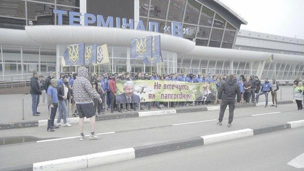 """""""Азовці"""" влаштували фаєр-марш у """"Борисполі"""" та """"Жулянах"""" - фото 3"""