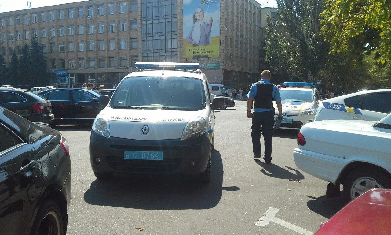 У Миколаєві прямо під час сесії замінували міськраду - фото 1