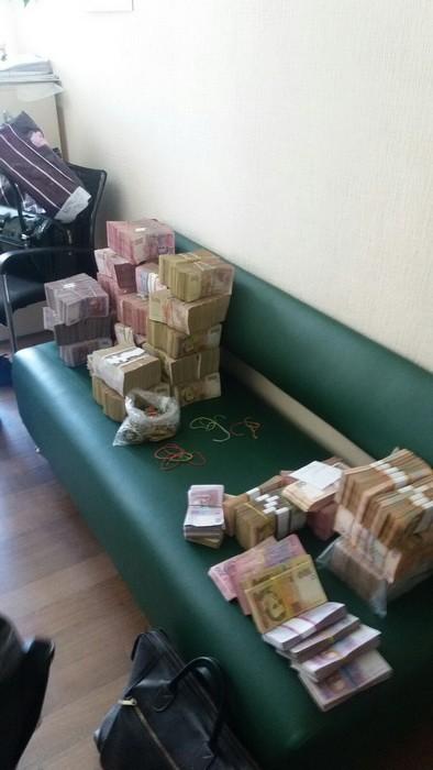 """У Києві та Харкові виявили конверт, через який """"крутили"""" гроші для терористів   - фото 3"""