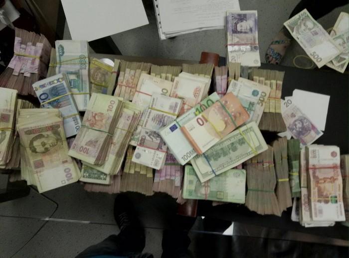"""У Києві та Харкові виявили конверт, через який """"крутили"""" гроші для терористів   - фото 2"""