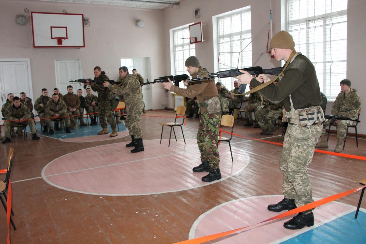 """Як """"королівські"""" військові Британії тренують українських морпіхів у Миколаєві (ФОТО) - фото 2"""