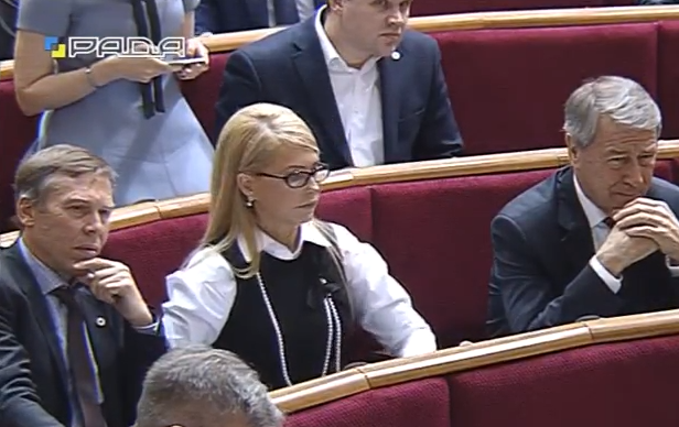 Тимошенко прийшла відставляти Яценюка в новому образі без коси - фото 1