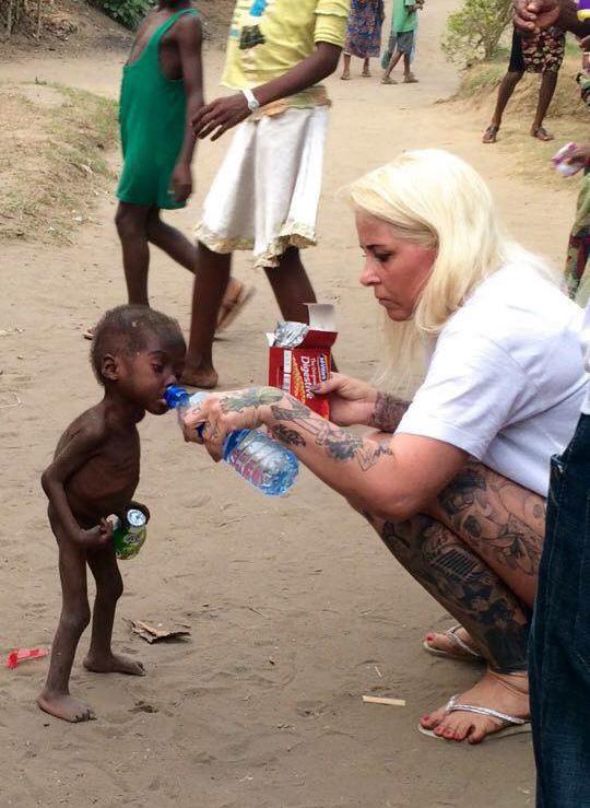 Зворушлива історія про малюка з Нігерії, який помирав від голоду, отримала своє продовження  - фото 1