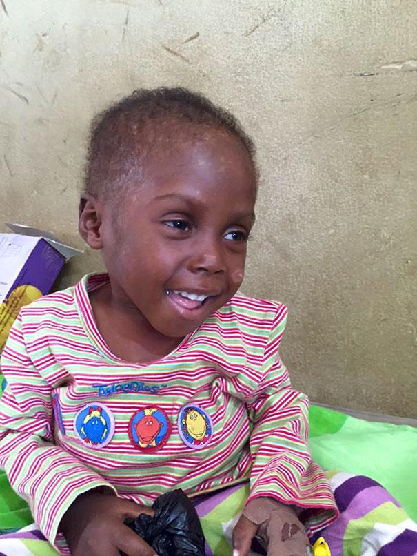 Зворушлива історія про малюка з Нігерії, який помирав від голоду, отримала своє продовження  - фото 8