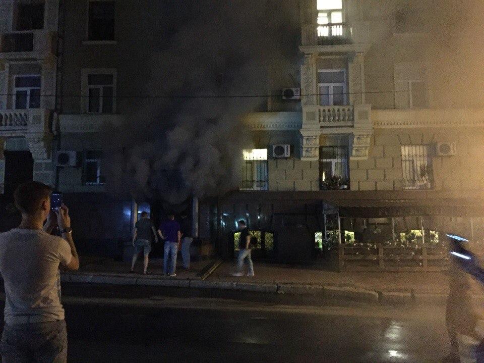У центрі Харкова спалахнув паб - фото 3