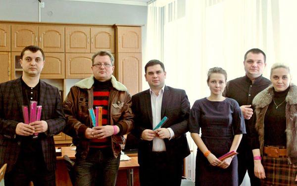 Як кіт з АТО, російські артисти та володарі браслетів рятують київських песиків - фото 5