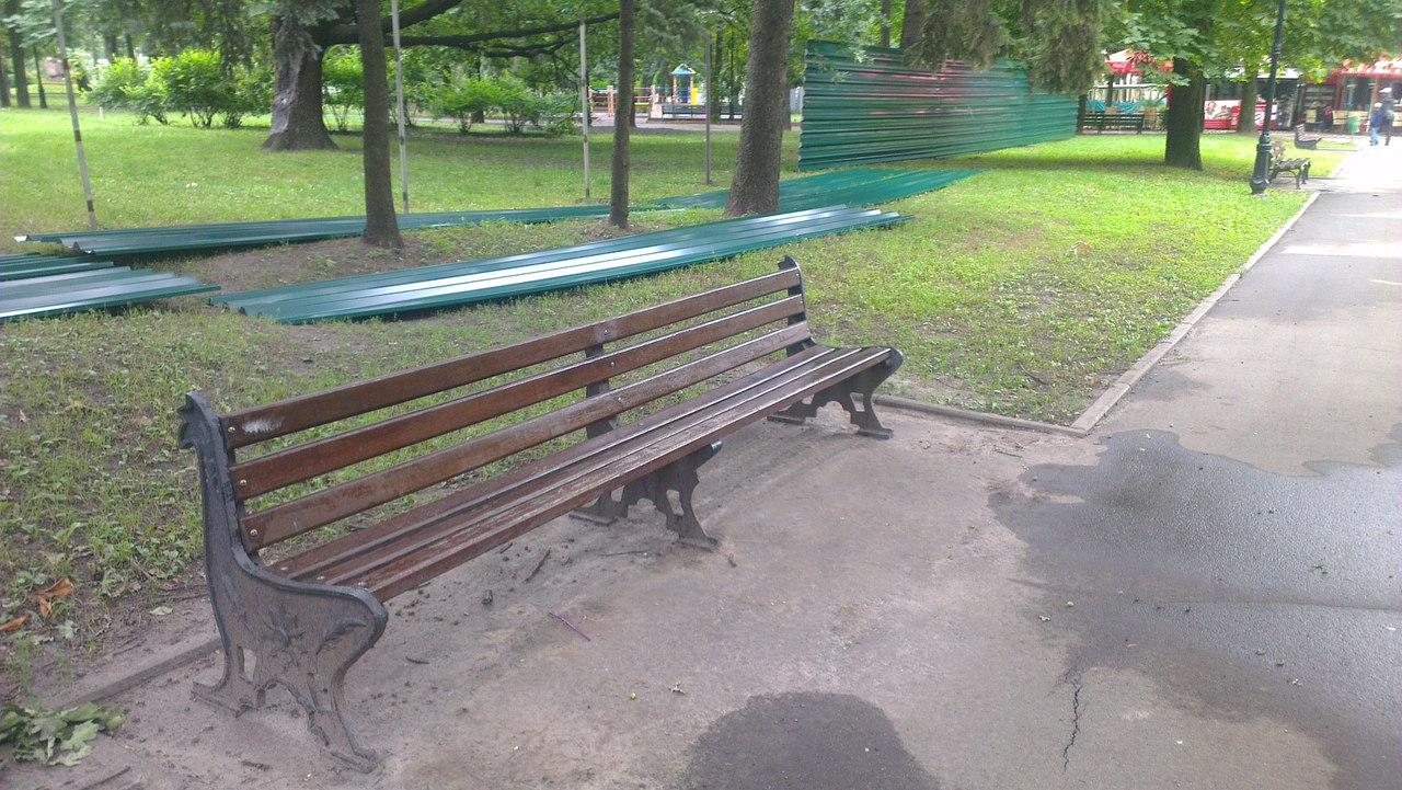 Сад Шевченка сховали за парканом  - фото 3