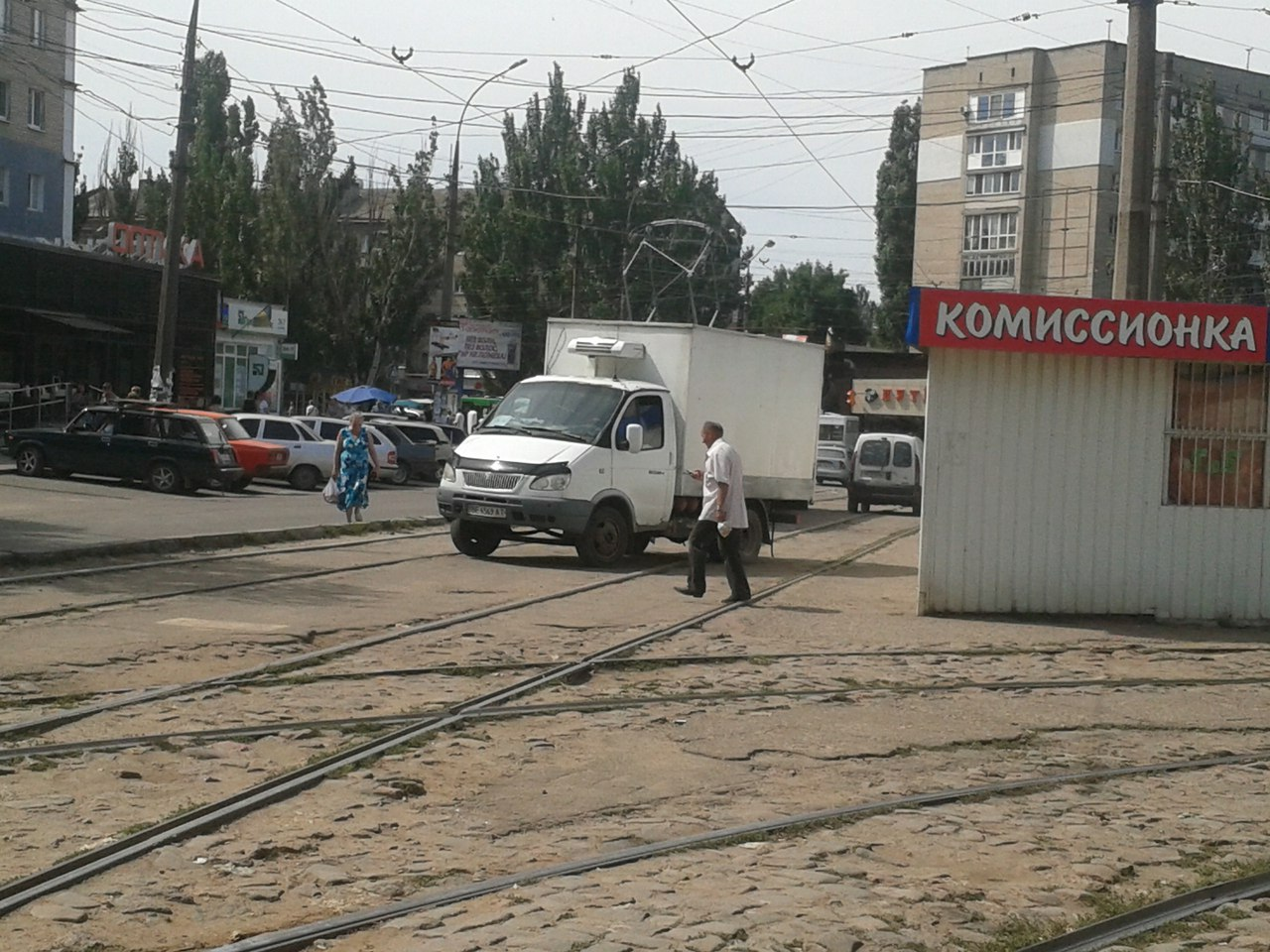 У Миколаєві нахабні водії продовжують блокувати рух трамваїв - фото 4