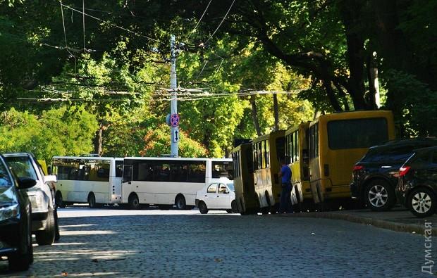 """В Одесі націоналісти влаштували марш з димовими шашками на підтримку """"убивць Бузини"""" (ФОТО) - фото 3"""