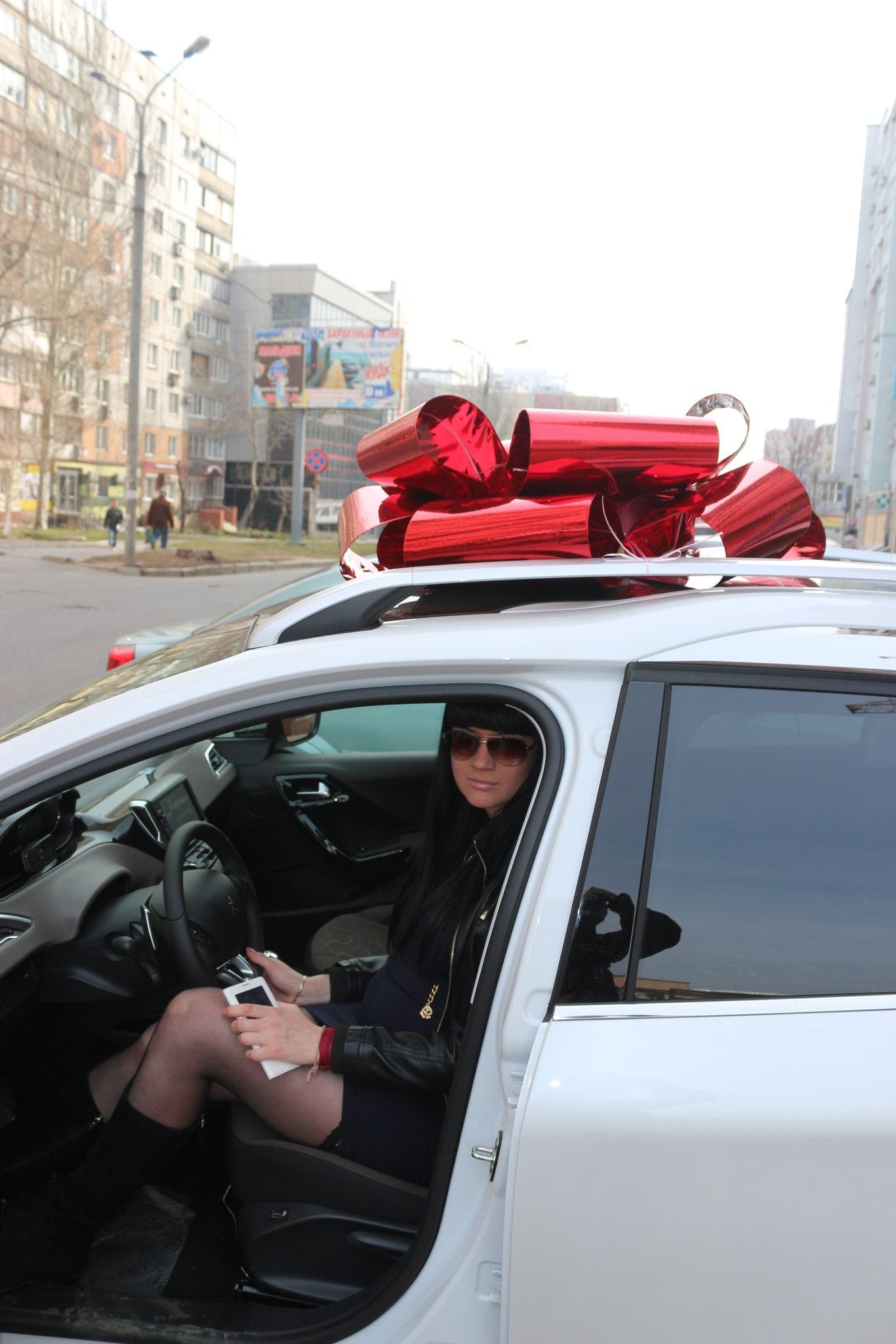 Фото с любовницей в машине 2 фотография