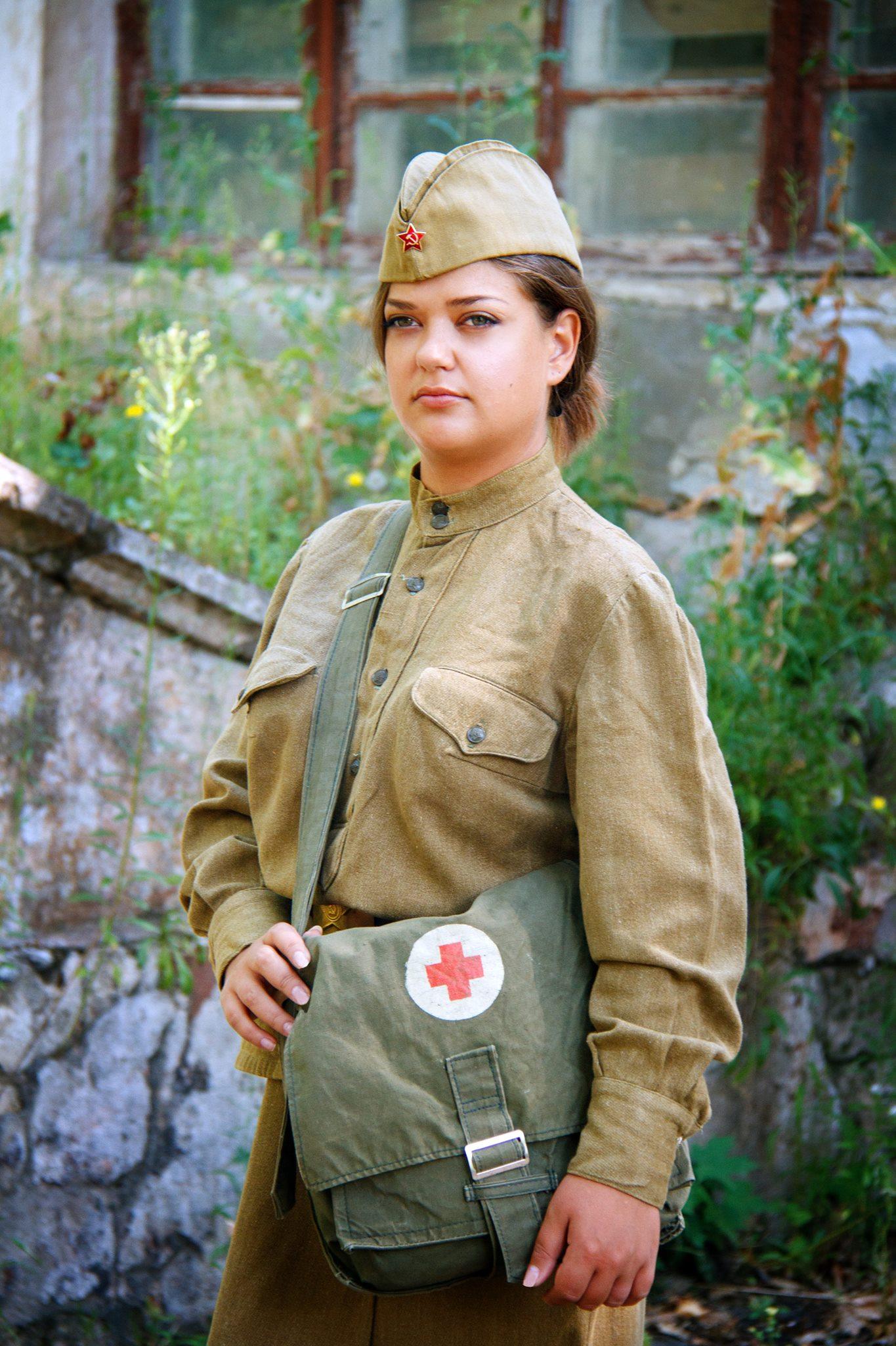 У Миколаєві на фото зустрілися дівчата-медики трьох воїн