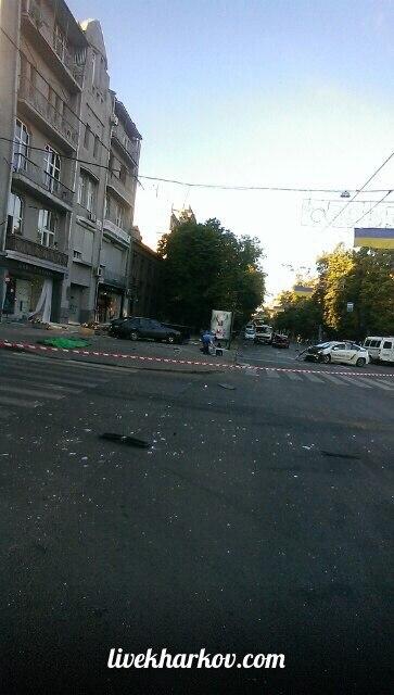 Опубліковані фото з місця страшної аварії з копами у Харкові  - фото 3