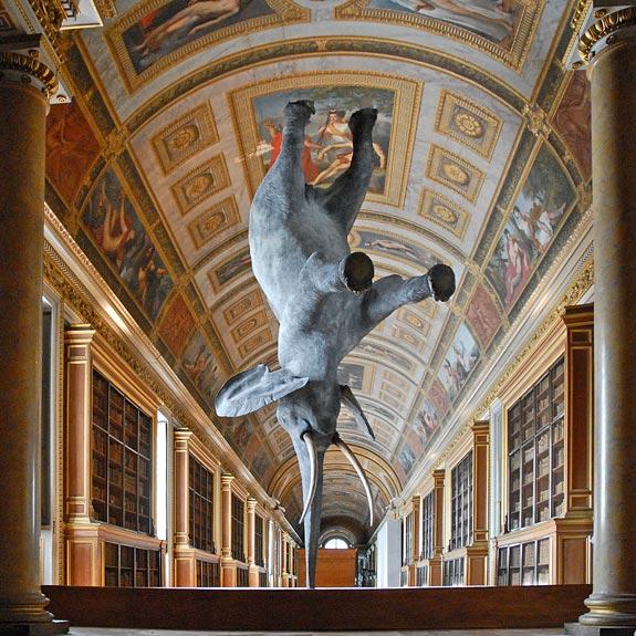 Блювота і обвислі груди: ТОП-10 найбільш трешевих пам'ятників у світі - фото 9