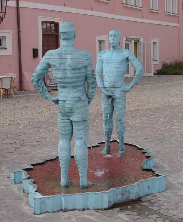 Блювота і обвислі груди: ТОП-10 найбільш трешевих пам'ятників у світі - фото 6