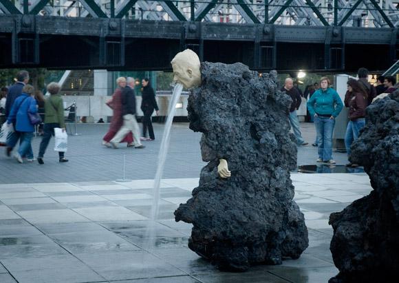 Блювота і обвислі груди: ТОП-10 найбільш трешевих пам'ятників у світі - фото 2