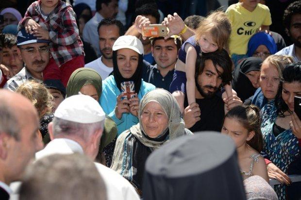 Як Папа Римський Лесбосом гуляв - фото 2