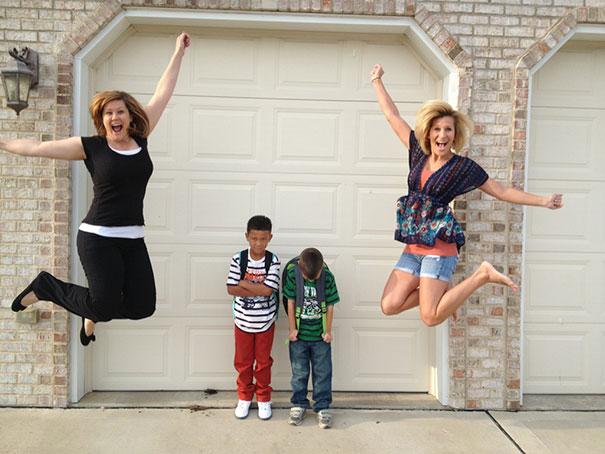 """Як батьки """"сумують"""", коли їхні діти йдуть до школи після літніх канікул  - фото 3"""