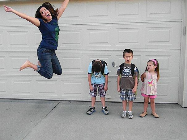 """Як батьки """"сумують"""", коли їхні діти йдуть до школи після літніх канікул  - фото 4"""