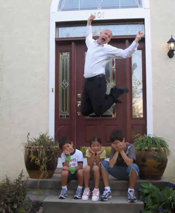 """Як батьки """"сумують"""", коли їхні діти йдуть до школи після літніх канікул  - фото 7"""
