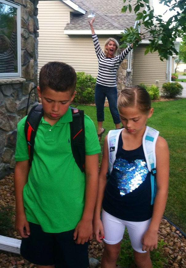 """Як батьки """"сумують"""", коли їхні діти йдуть до школи після літніх канікул  - фото 2"""