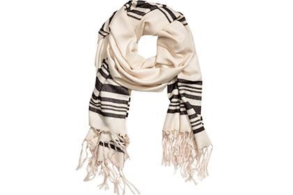 Компанія H&M вибачилася за шарф-таліт - фото 1