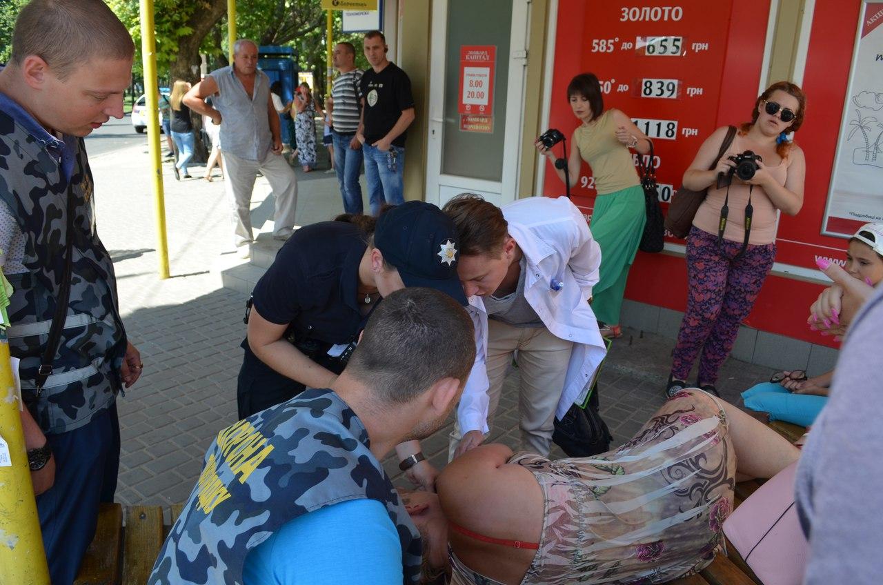 """У Миколаєві захисниця незаконних """"будок"""" втратила свідомість"""