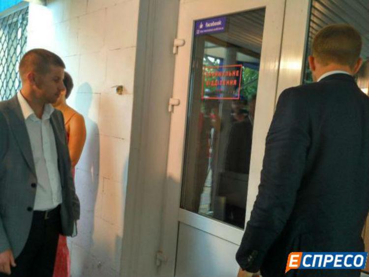 Прокурори прибули до лікарні Федорка - фото 3