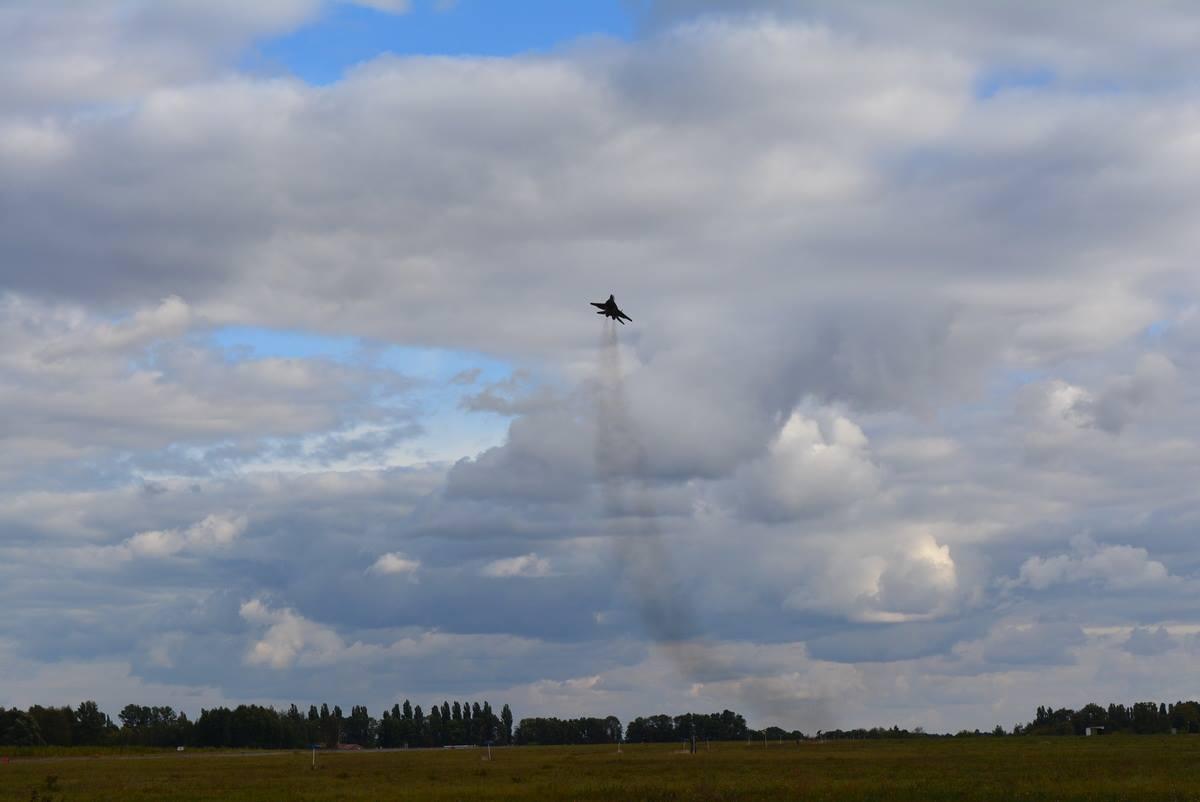 Українські полоти-винищувачі потренувалися в складних погодних умовах (ФОТО) - фото 1