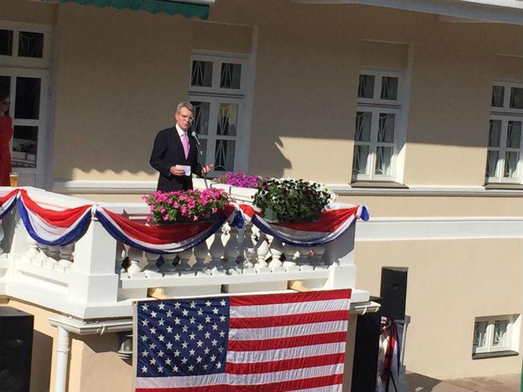 Посольство США відсвяткувало незалежність з Вакарчуком,  - фото 1