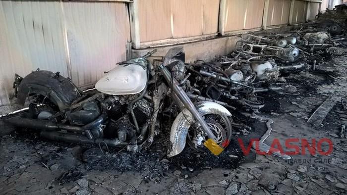 Під Вінницею спалили склад мотоциклів вартістю 200 тисяч доларів - фото 1