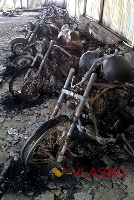 Під Вінницею спалили склад мотоциклів вартістю 200 тисяч доларів - фото 2