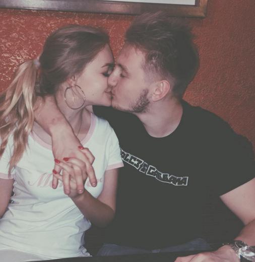 Як 18-річна донька Пєскова на показ цілується - фото 1