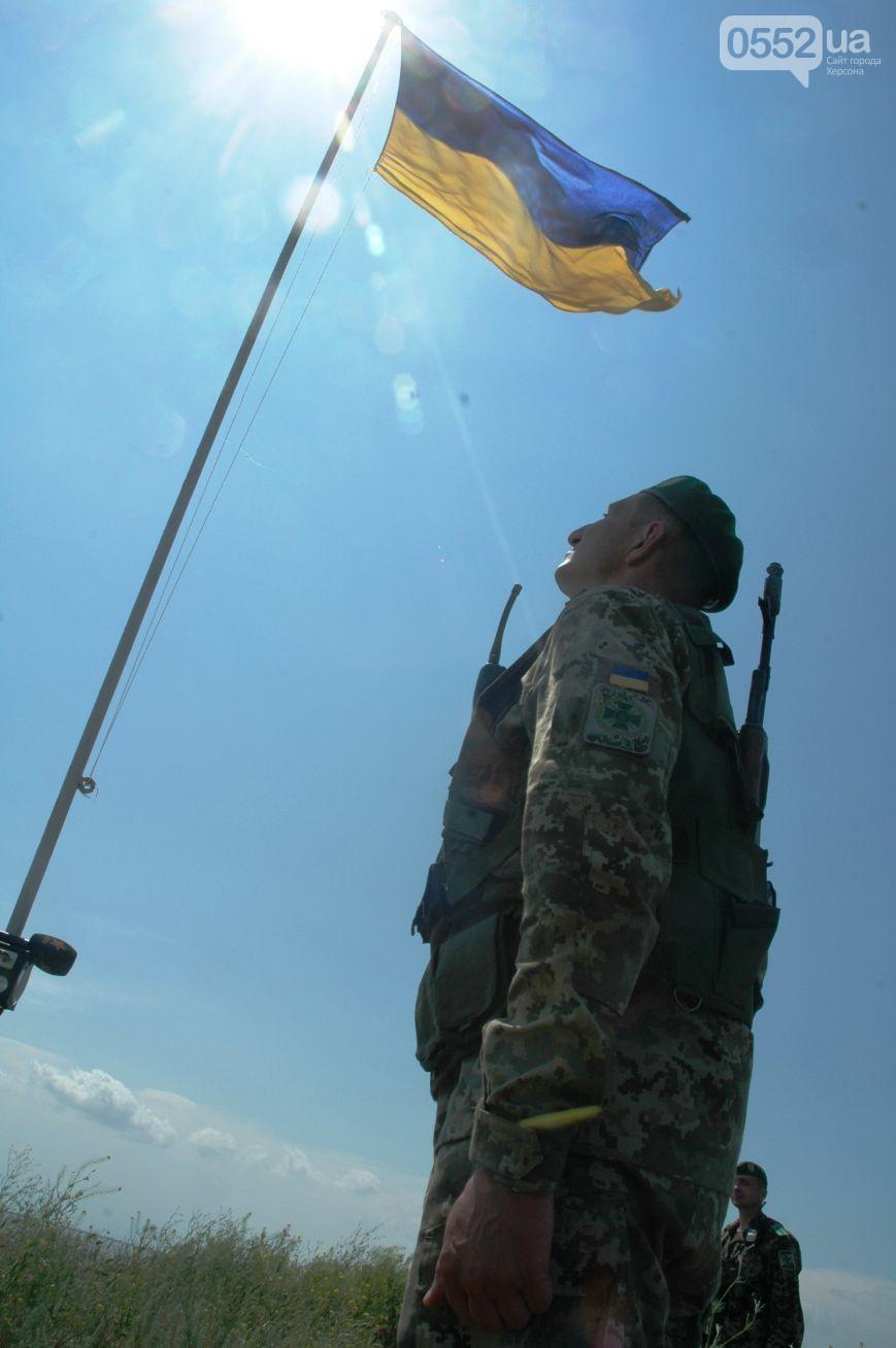 Прикордонники здійняли український прапор під носом в окупантів Криму (ФОТО) - фото 2